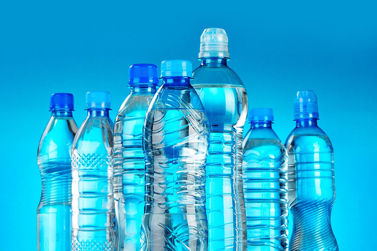 Scadenza acqua in bottiglia di plastica